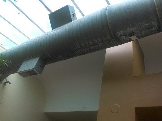 Embassy Suites by Hilton Seattle North Lynnwood: Air conditioning vent that was rusted
