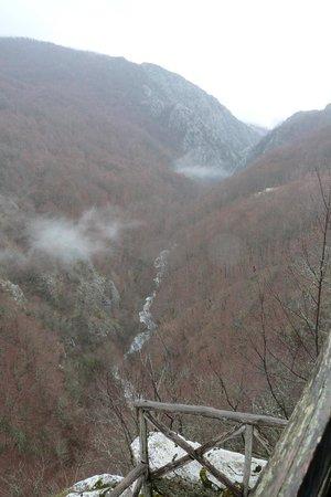 Mount Paiko: θεα φαραγγι στραβοποταμου