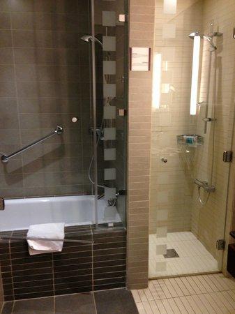 Holiday Inn Resort Dead Sea: Bathroom 015