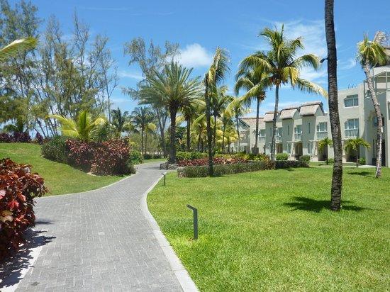 Ambre Resort & Spa: Gardens