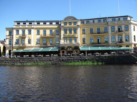 Elite Stadshotellet Karlstad : Stadthotel across the water