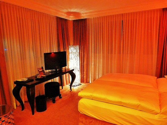 Savoy Hotel: Das Zimmer