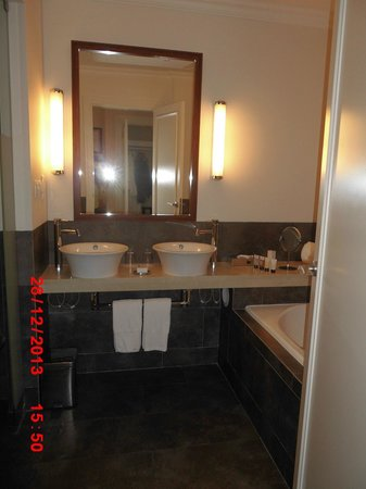 Dolce CampoReal Lisboa : Bathroom