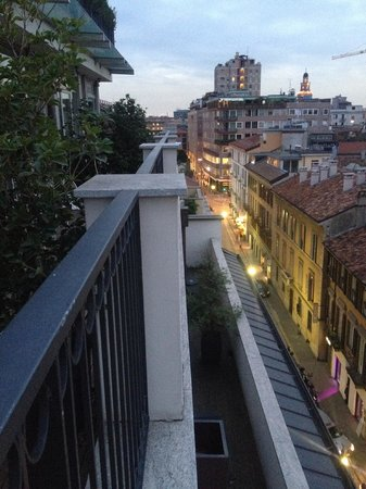 Hotel Milano Scala : View from outdoor patio