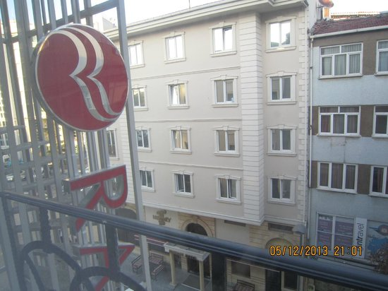 Ramada Istanbul Grand Bazaar : view from our french balcony