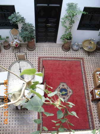 Riad Dar Zampa: le repas ? ici en-bas ou en-haut sur la terrasse ? au choix !