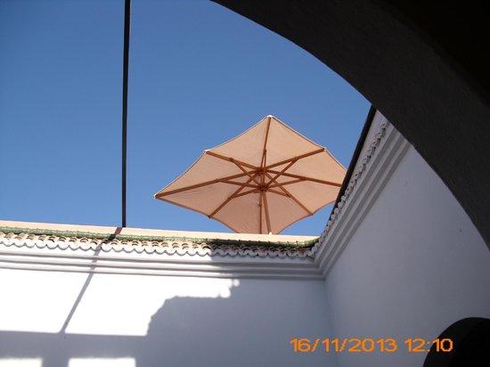 Riad Dar Zampa : vue d'en-bas vers la reposante terrasse très bien située