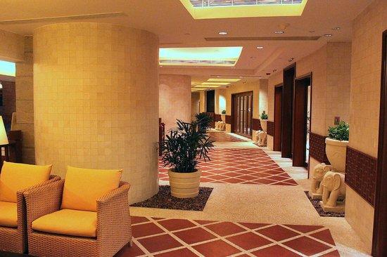 Grand Hyatt Beijing: Бассейн