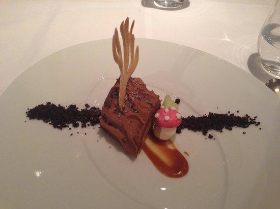 Roux at The Landau : The Yule log dessert
