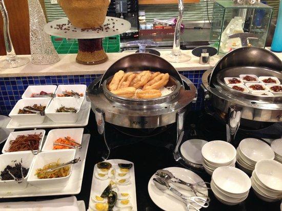 Crowne Plaza Zhengzhou Zhongzhou: breakfast buffet