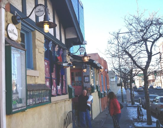 Le Central: Restaurant entrance