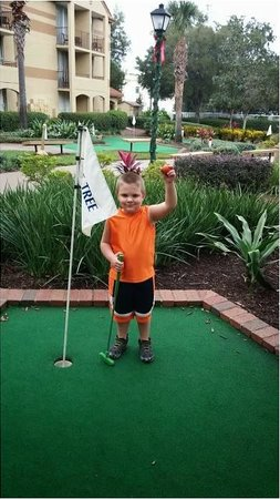 Blue Tree Resort at Lake Buena Vista: Four year old grandson gets his 1st hole in one