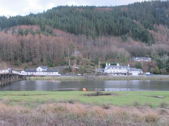 George III Hotel : View from across Afon Mawddach