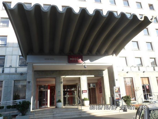 Mercure Warsaw Grand: Inngangspartiet