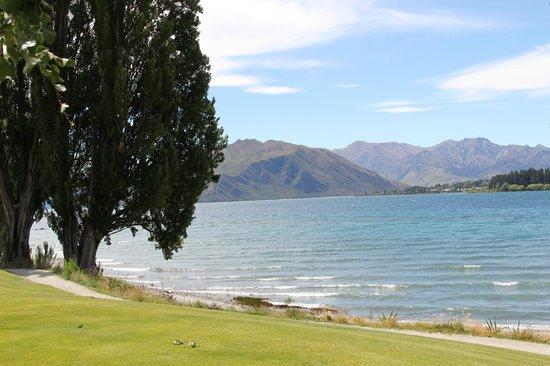 Edgewater: Wanaka Lake