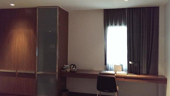 S33 Compact Sukhumvit Hotel: big cupboards