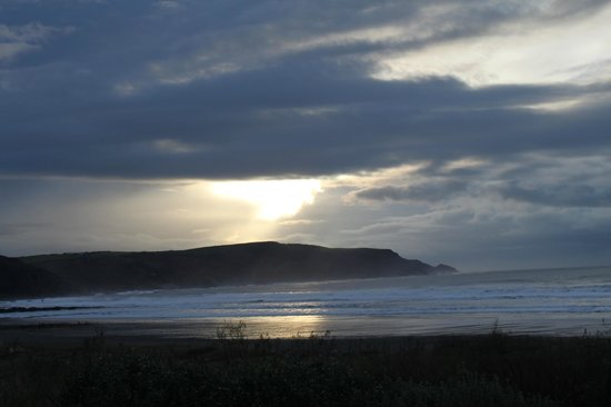 Beach House B&B : Sunset over Widemouth Bay