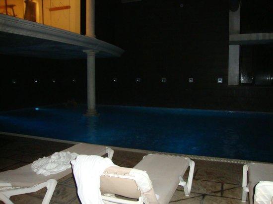 Hotel Balneario Broquetas : piscina interior