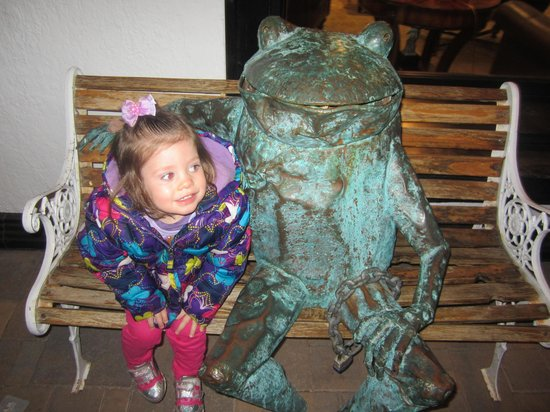 Homestead Resort : Frog bench