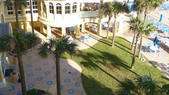 Plaza Resort & Spa: View of courtyard from 5th floor room