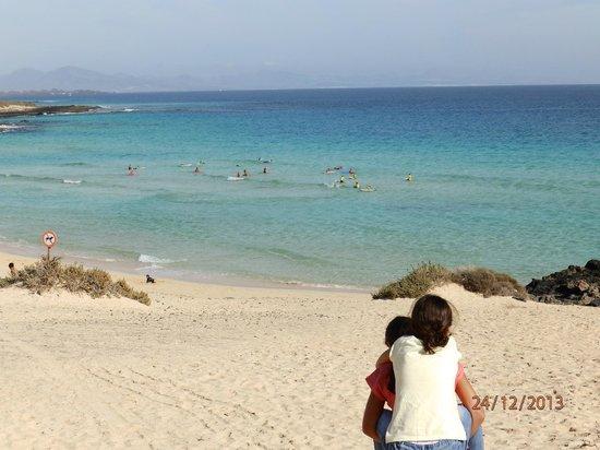Cross Island: l'île est aussi le paradis des surfeurs