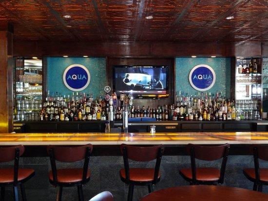 Aqua Restaurant: Aqua Bar Area