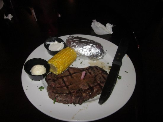 Toby Keith's I Love This Bar & Grill : steak