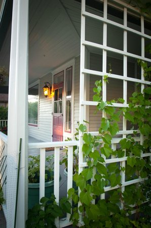 1899 Inn : Roses and grape vines grow on the southeast side of the front porch.