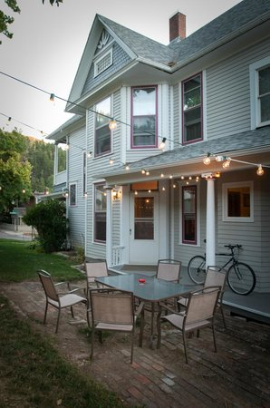 1899 Inn : The side patio is lit for summer evenings and is available for breakfast service on request.