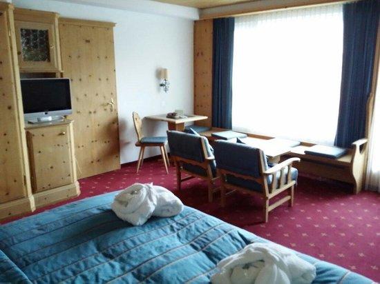 Morosani Posthotel Davos: Zimmer mit Balkon
