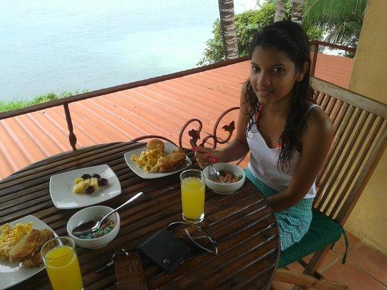 Hotel Villa Romana : Desayunando
