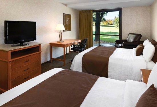 Arrowwood Resort and Conference Center: Double Queen Golf Guestroom
