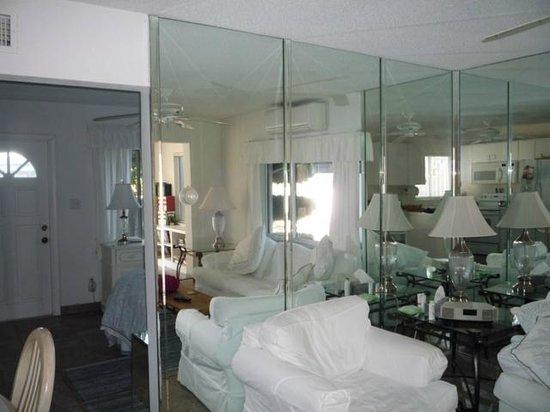 Gulfside Resort: Living room