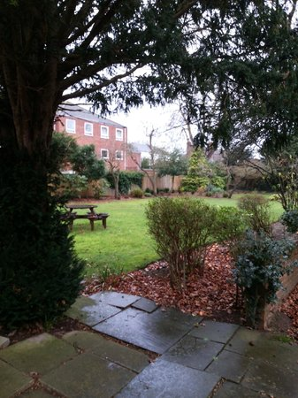 Best Western Plus Oxford Linton Lodge Hotel: hotel garden