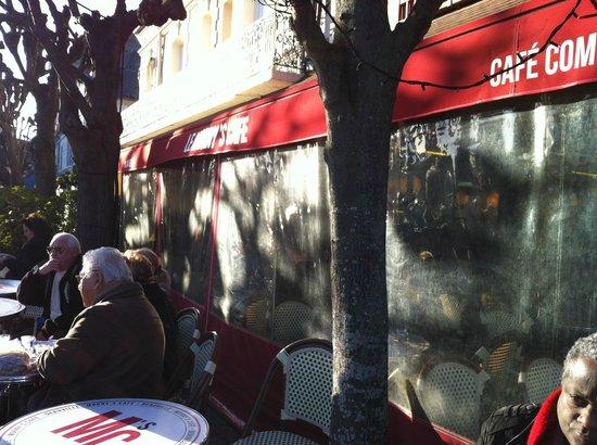 Le Morny's Café : La terrasse ensoleillée...