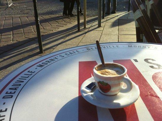 Le Morny's Café : ...avec le café.