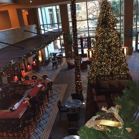 Hotel Contessa: Atrium / Cork Bar