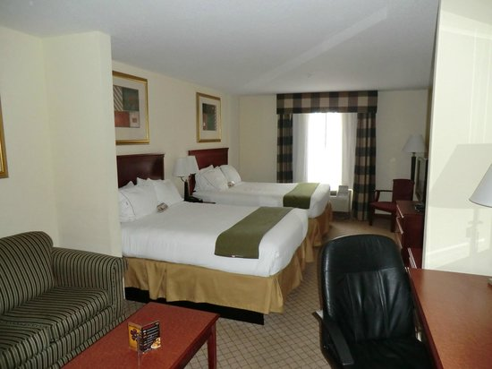 Holiday Inn Express Tampa Fairgrounds: Beds