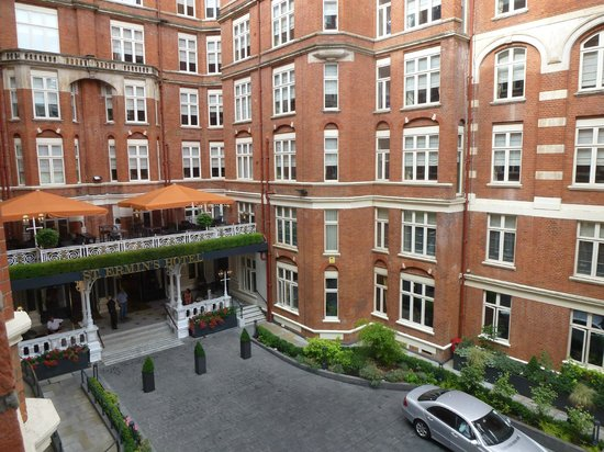St. Ermin's Hotel, Autograph Collection: Entrance viewed from hotel room