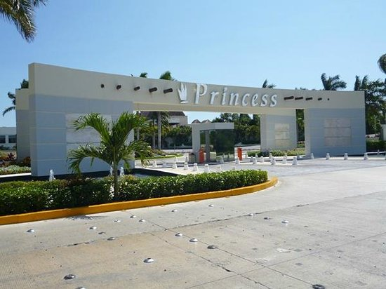 Grand Sunset Princess All Suites Resort : Puerta de ingreso al Hotel Resort