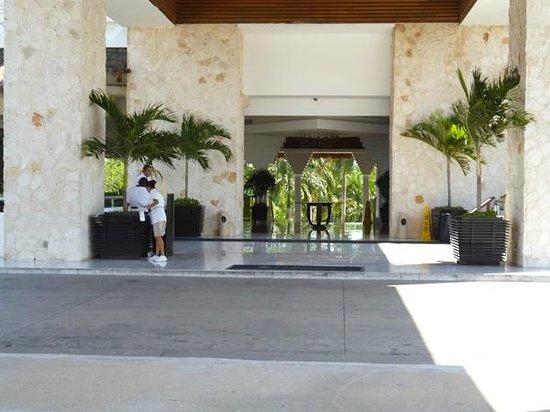 Grand Sunset Princess All Suites Resort : Entrada al hotel