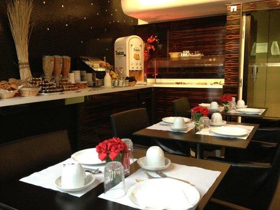 Hotel Holiday Inn Paris Gare Montparnasse: Sala de Cafe da Manha