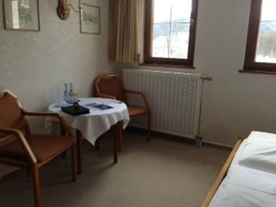 Hotel Müller: Chairs and small table