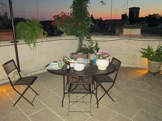 Roof Barocco Suite B&B: Outdoor dining space