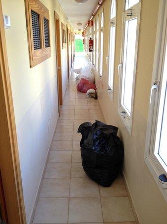 Apartmentos Morasol: Pasillos del apartamento en este estado...