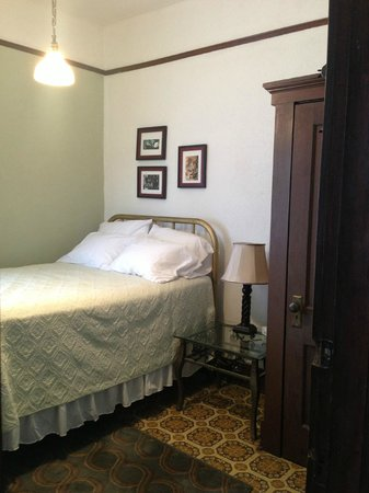 Avenue Hotel B&B: One of the rooms with a kitchenette