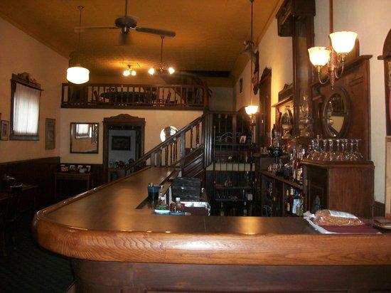 Avenue Hotel B&B: Our beautiful bar/ dining area