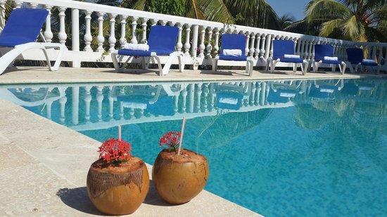 Hotel fenix beach cartagena desde isla tierra for Piscina 94 respuestas