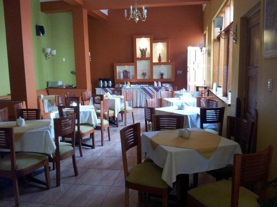 Emperador Plaza Hotel: restaurante