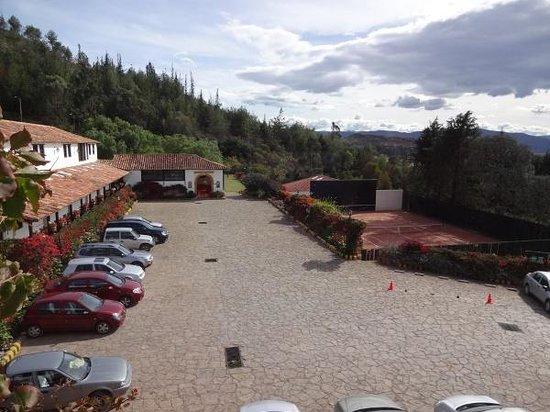 Hospederia Duruelo: Pátio do estacionamento